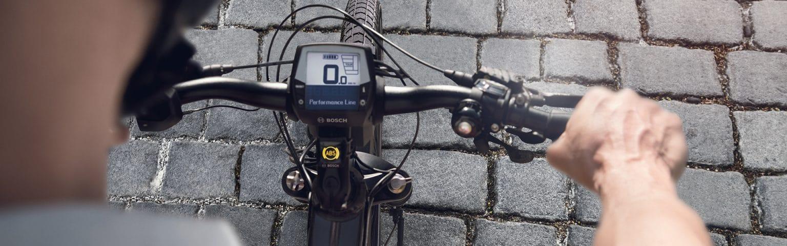 Die Anzeige des Bosch e-Bike ABS ist praktisch am Bike angebracht