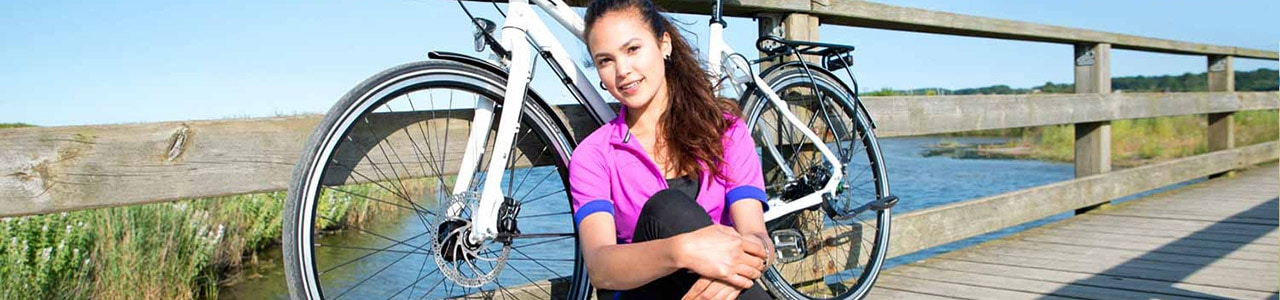 ENRA e-Bike Versicherung Titelbild mit Frau