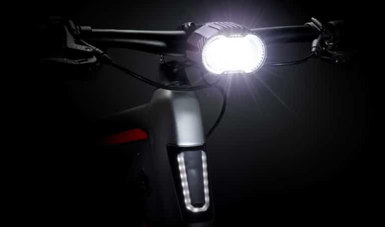 Helle Beleuchtung am e-Bike Lenker