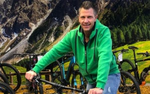 • Profi-Schrauber mit großem Know-How <br>• Brancheninsider mit jahrelanger Erfahrung <br>• Leidenschaftlicher Zweirad-Enthusiast